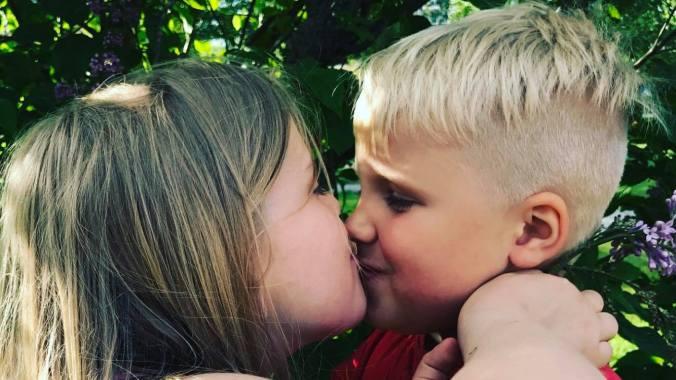 kiss kiss.jpg